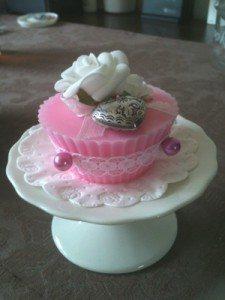 Zeep maken filmpjes Cupcake decoratie gemaakt met gietzeep
